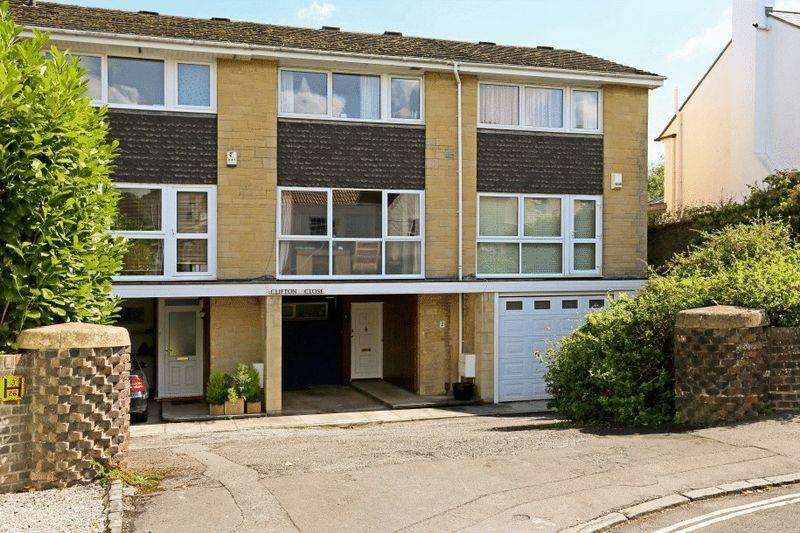 3 Bedrooms Terraced House for sale in Clifton Close, Clifton