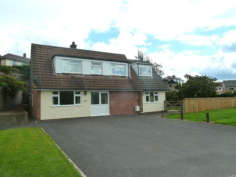 3 Bedrooms Detached House for sale in Mill Green, Brecon, Powys.