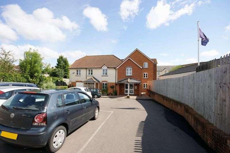 2 Bedrooms Property for sale in Kings Court, Fordingbridge, SP6 1AL