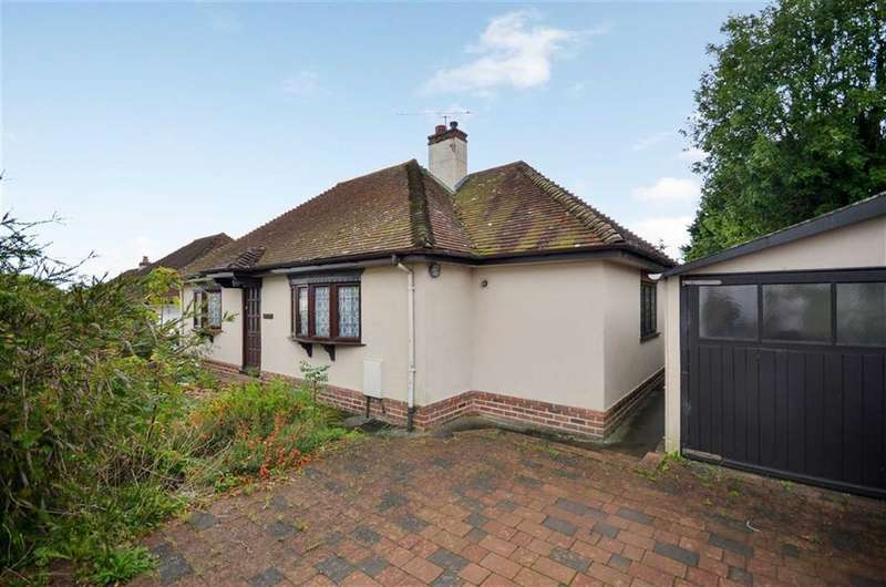 2 Bedrooms Detached Bungalow for sale in Hale Reeds, Farnham