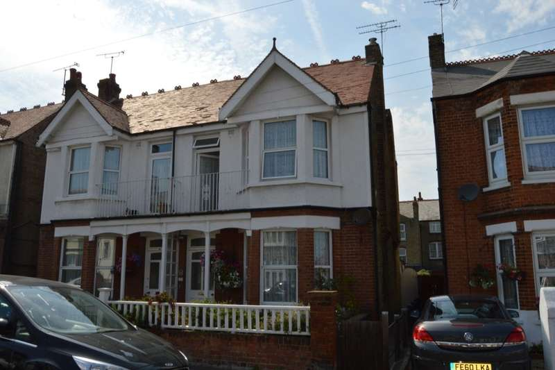 4 Bedrooms Semi Detached House for sale in Lyndhurst Avenue, Margate, CT9