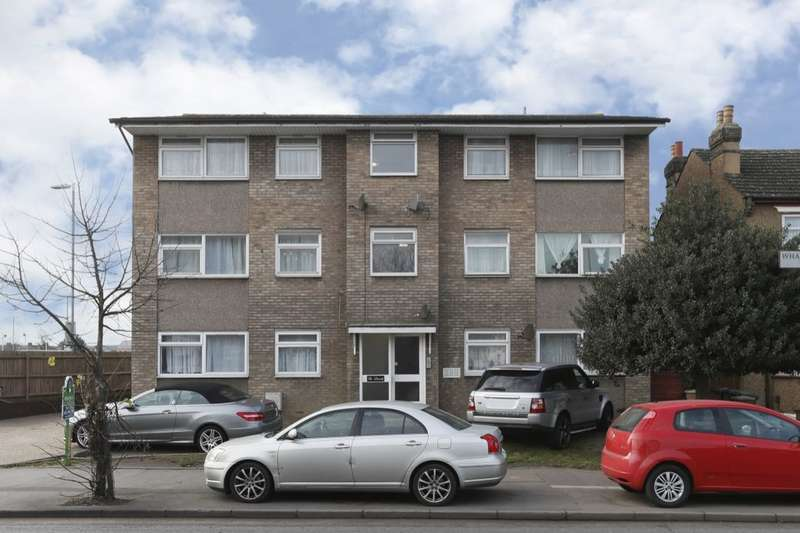2 Bedrooms Flat for sale in Whalebone Lane South, Dagenham, RM8