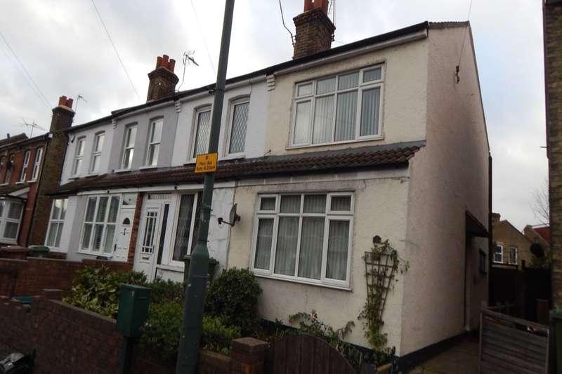 3 Bedrooms Semi Detached House for rent in Bourne Road, Bexley, DA5