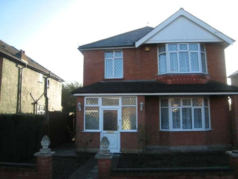 4 Bedrooms Detached House for rent in Lascelles Road, Langley, Slough, SL3