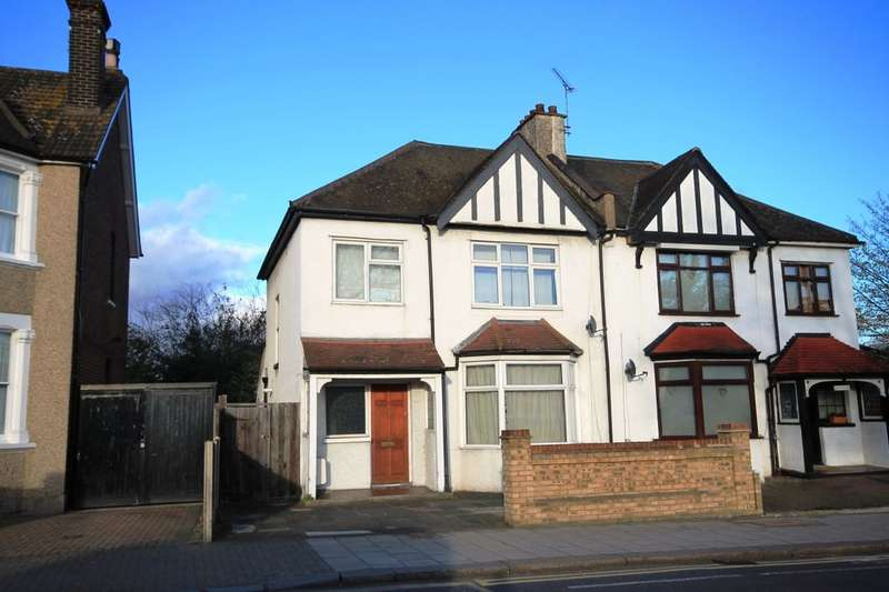3 Bedrooms Semi Detached House for sale in Upminster Road, Hornchurch, RM11
