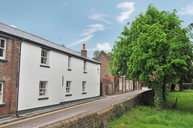2 Bedrooms Cottage House for rent in The Courtyard, Church Yard, Tring