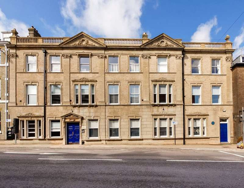 3 Bedrooms Apartment Flat for sale in Stratton House, 59-60 High West Street, Dorchester, Dorset, DT1