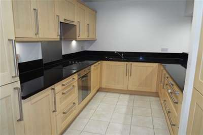 2 Bedrooms Flat for rent in River Crescent, Nottingham, NG2 4RH