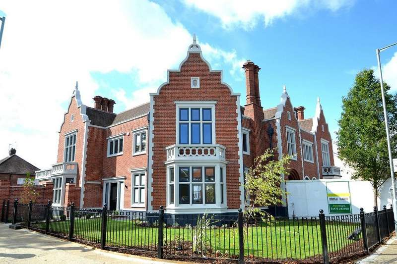 3 Bedrooms Town House for sale in Felixstowe Road, Ipswich, Suffolk, IP3 9AA