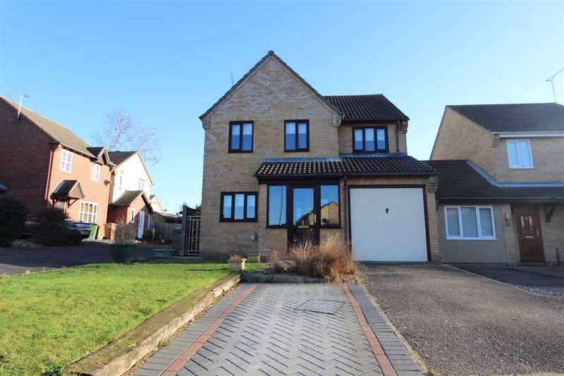 4 Bedrooms Detached House for sale in Dashwood Close, Pinewood