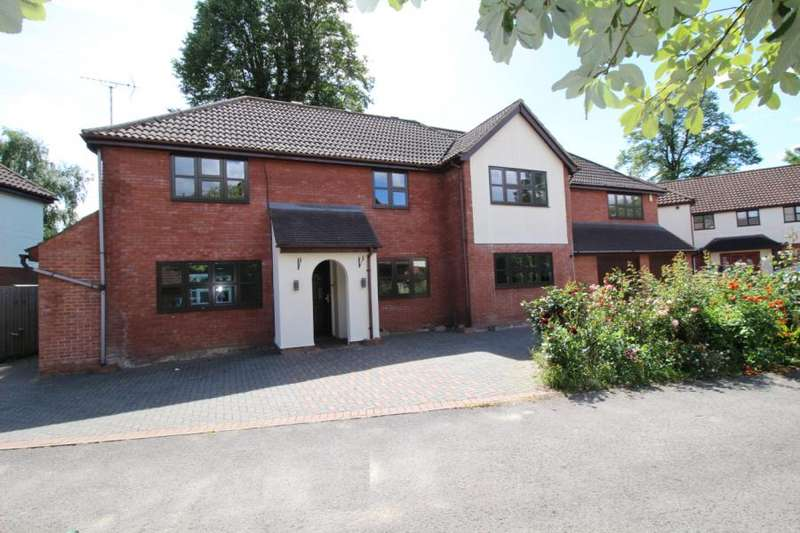 5 Bedrooms Detached House for sale in Glendale Close, Shenfield, Brentwood, Essex