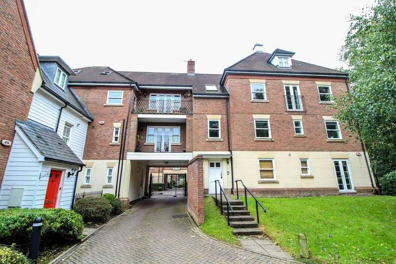 2 Bedrooms Duplex Flat for sale in Sawyers Grove, Brentwood, Essex, CM15