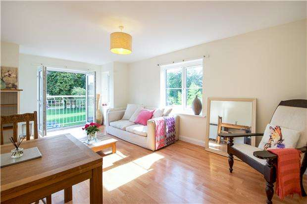 1 Bedroom Flat for sale in Lindholme Court, COLINDALE, NW9 5LZ