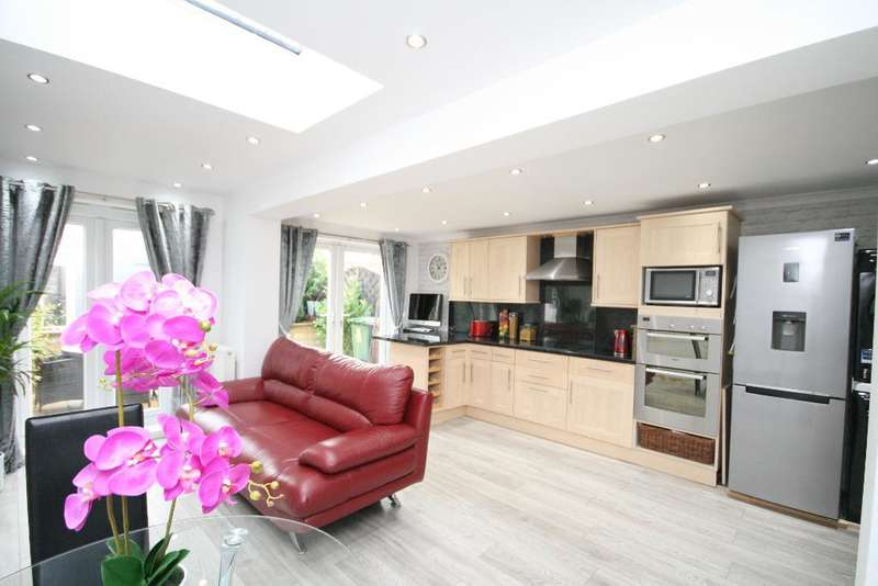 3 Bedrooms Semi Detached House for sale in Vernon Road, Southport, PR9 7EZ