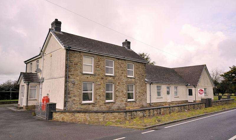 5 Bedrooms Land Commercial for sale in Bryngernos, Panteg Cross, Croeslan, Llandysul, Ceredigion. SA44 4SJ