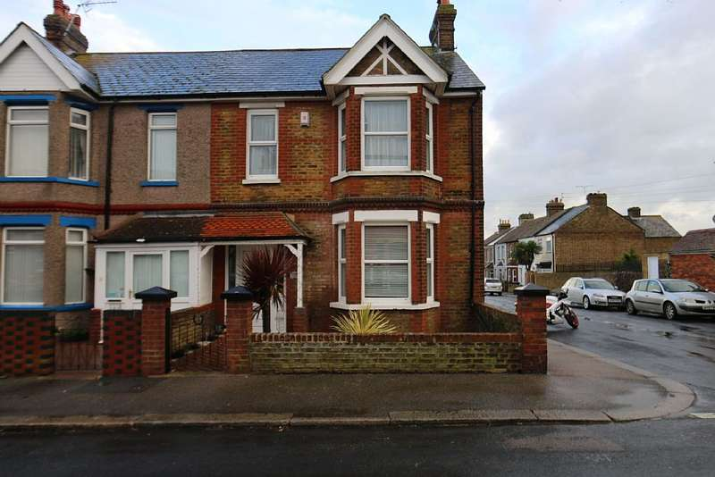 4 Bedrooms End Of Terrace House for sale in Victoria Avenue, Westgate-on-sea, Kent, CT8 8BQ