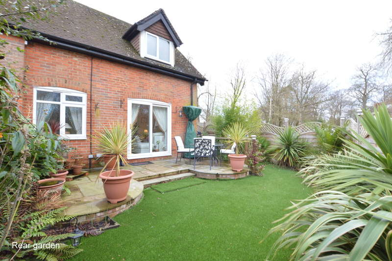 2 Bedrooms End Of Terrace House for rent in Horsehill, Norwood Hill