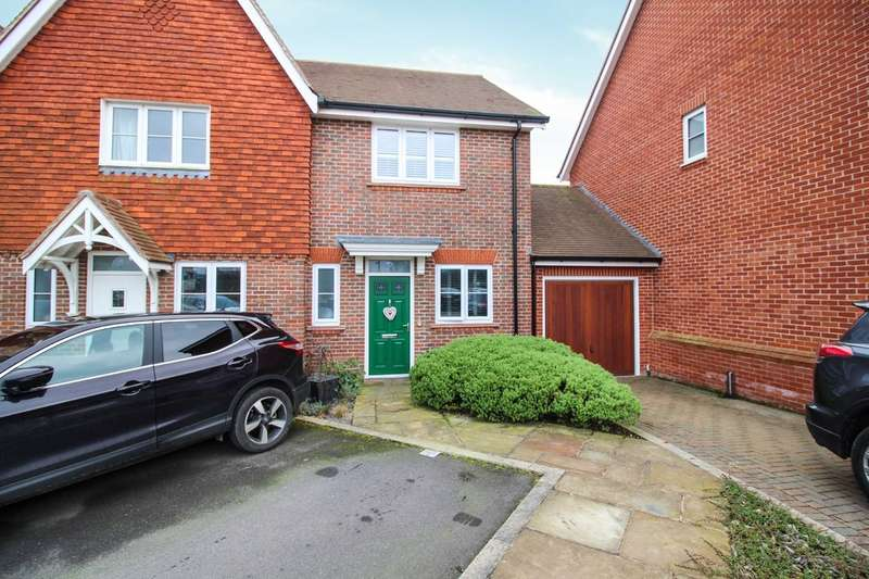 2 Bedrooms Semi Detached House for sale in Scholars Walk, Highwood