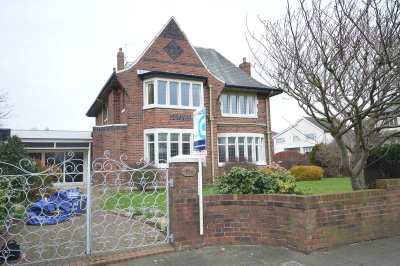 3 Bedrooms Detached House for sale in North Park Drive, Blackpool