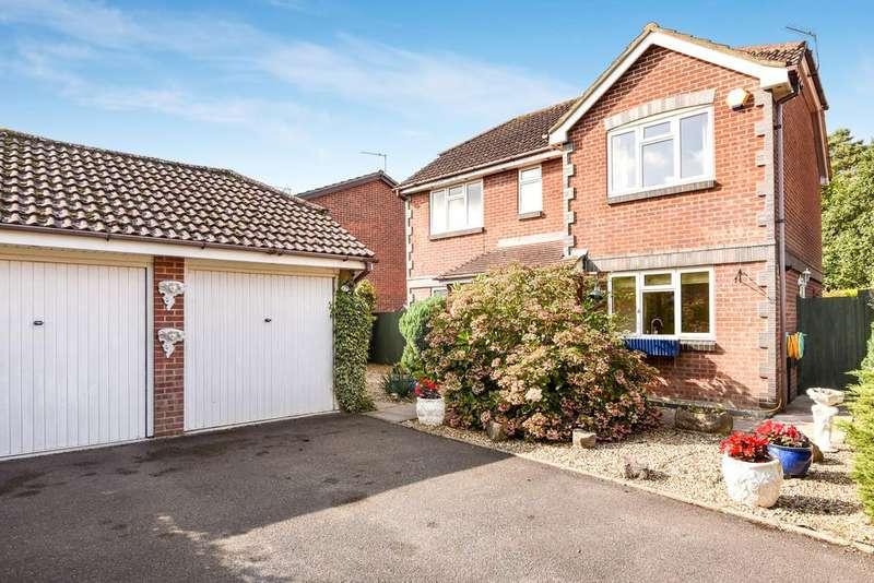 3 Bedrooms Detached House for sale in Amberwood, Ferndown