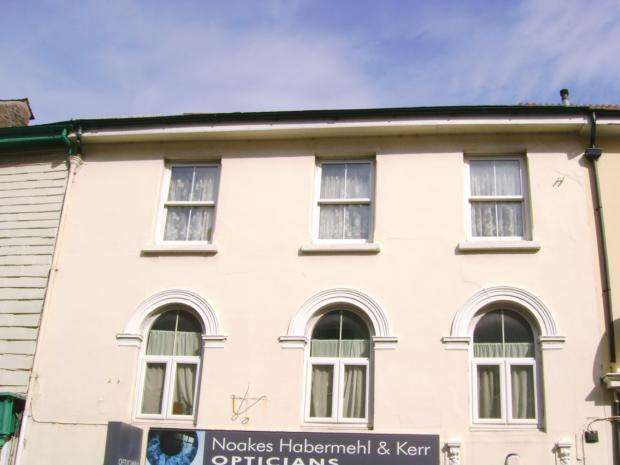 2 Bedrooms Flat for rent in Fore Street, Callington, PL17