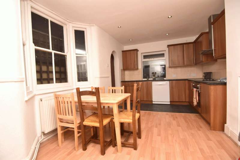 4 Bedrooms Terraced House for rent in Francis Road, London, E10