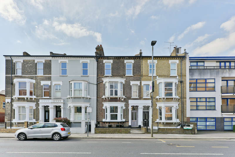 2 Bedrooms Flat for sale in Putney Bridge Road, Putney
