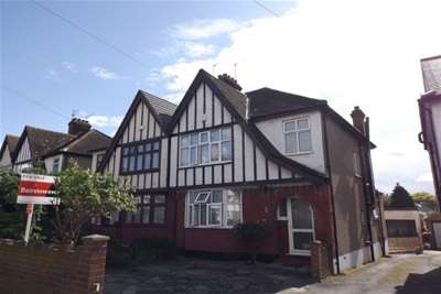 3 Bedrooms House for rent in St Barnabas Road Woodford Green IG9