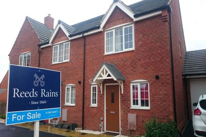 2 Bedrooms Terraced House for sale in Pearmain Drive, Evesham, WR11