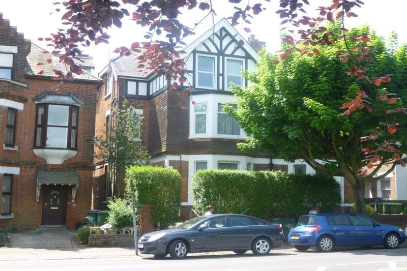 2 Bedrooms Flat for rent in Cheriton Road, Folkestone, CT19