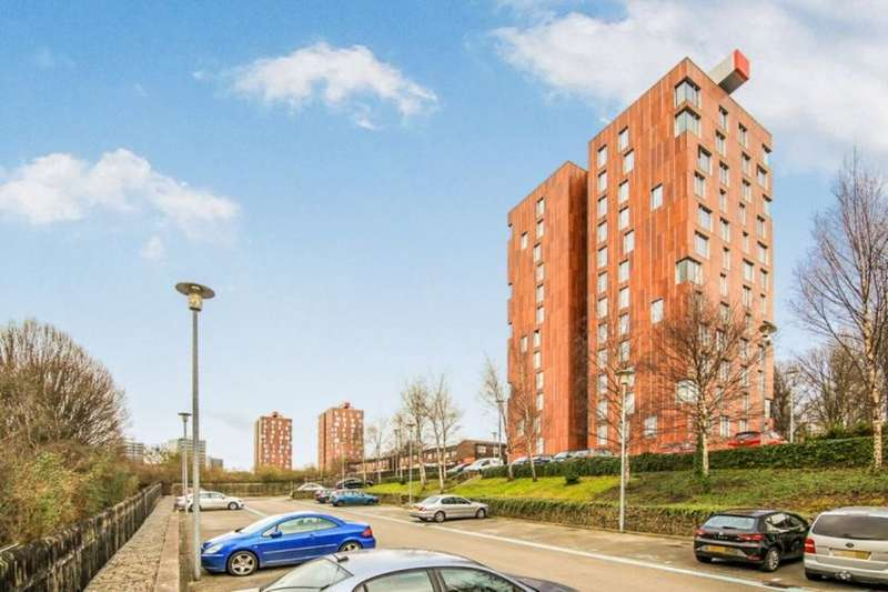 2 Bedrooms Flat for rent in Dalton Street, Manchester, M40