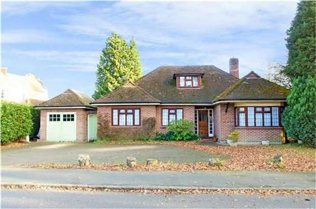 3 Bedrooms Detached Bungalow for sale in Westcar Lane, Hersham, WALTON-ON-THAMES, Surrey