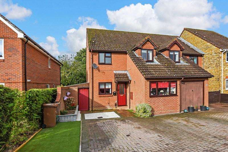 4 Bedrooms Semi Detached House for sale in Brackenbury, Andover