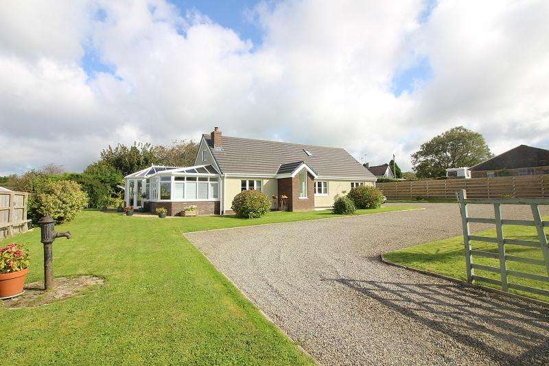 4 Bedrooms Detached House for sale in Houghton, Milford Haven, Pembrokeshire. SA73 1NR