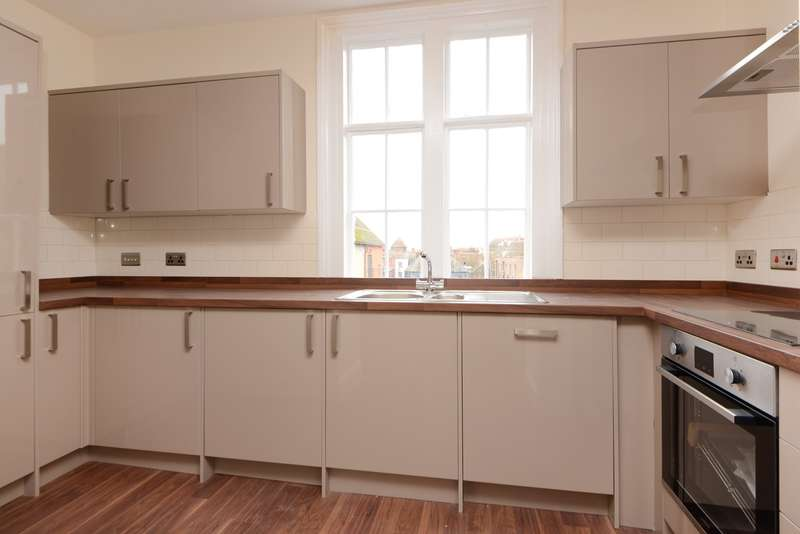 2 Bedrooms Apartment Flat for sale in Ellesmere House, High Street, Canterbury, CT1