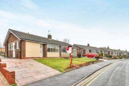 2 Bedrooms Bungalow for sale in Kingsdale Avenue, Burnley, Lancashire, BB10