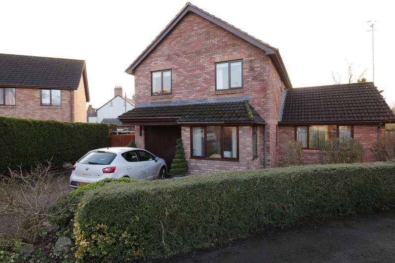 4 Bedrooms Detached House for sale in Castle Wood, Usk, NP15