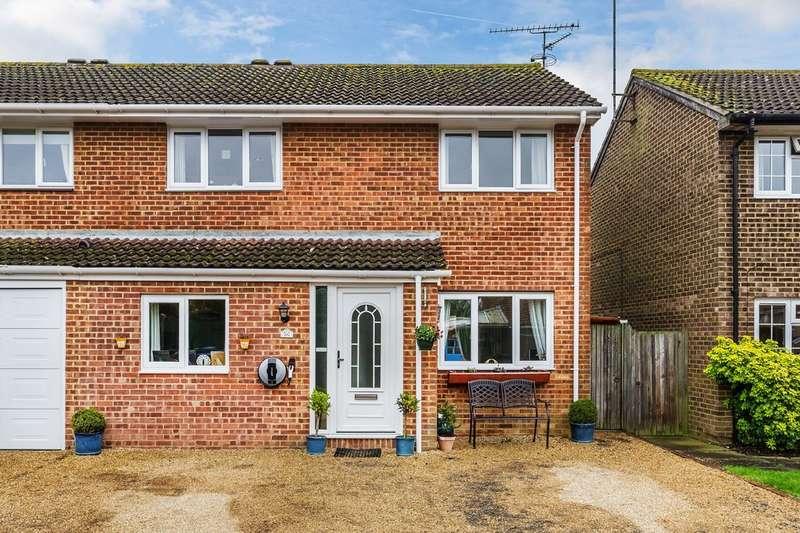 3 Bedrooms Semi Detached House for sale in Kestrel Close, Horsham
