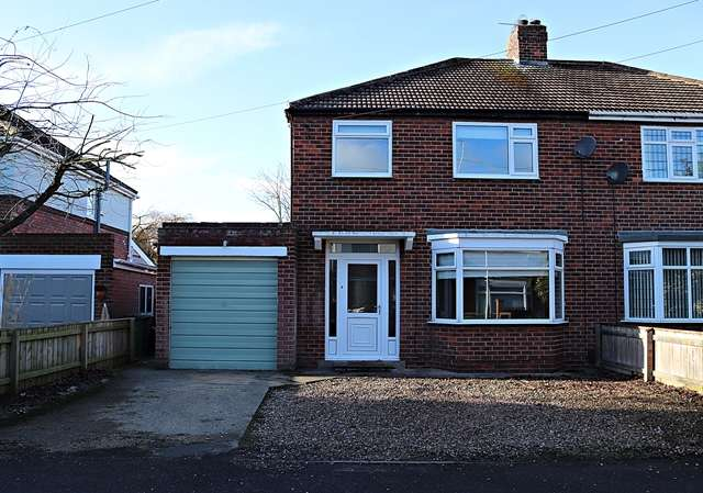 3 Bedrooms Semi Detached House for sale in Hudswell Grove, Stockton-on-Tees, TS18