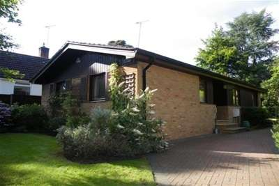 3 Bedrooms Bungalow for rent in Highclere Drive