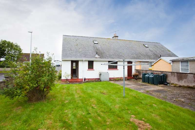 3 Bedrooms Semi Detached House for sale in Ross Crescent, Tain, Highland, iv20