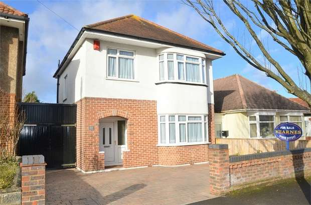 3 Bedrooms Detached House for sale in Claremont Avenue, Bournemouth, Dorset