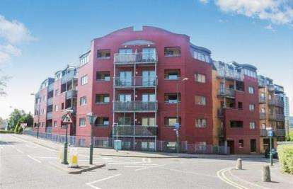 2 Bedrooms Flat for sale in Brookfield House, Selden Hill, Hemel Hempstead, Hertfordshire
