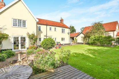 5 Bedrooms Detached House for sale in Morley St. Botolph, Wymondham, Norfolk