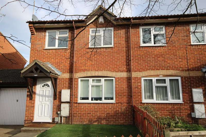 3 Bedrooms Semi Detached House for rent in Hawley Lane, Farnborough