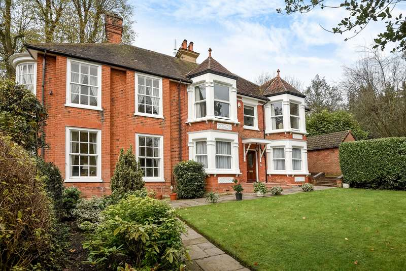 3 Bedrooms Duplex Flat for sale in Rickmansworth Road, Northwood