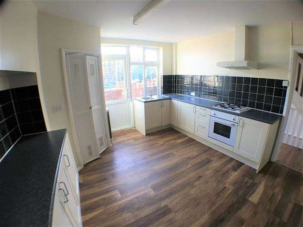 3 Bedrooms Apartment Flat for rent in Station Parade, Denham Green