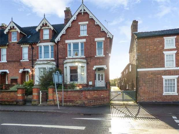 5 Bedrooms Terraced House for sale in Stafford Street, Market Drayton, Shropshire