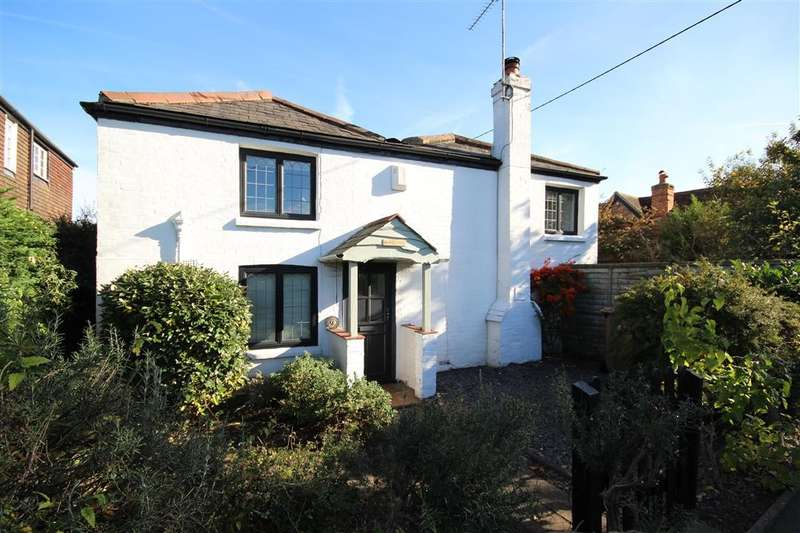 4 Bedrooms Detached House for sale in Whistley Green, Hurst, RG10