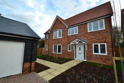 5 Bedrooms Detached House for sale in Little Canfield, Essex